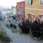 Een typische straat in Valparaiso